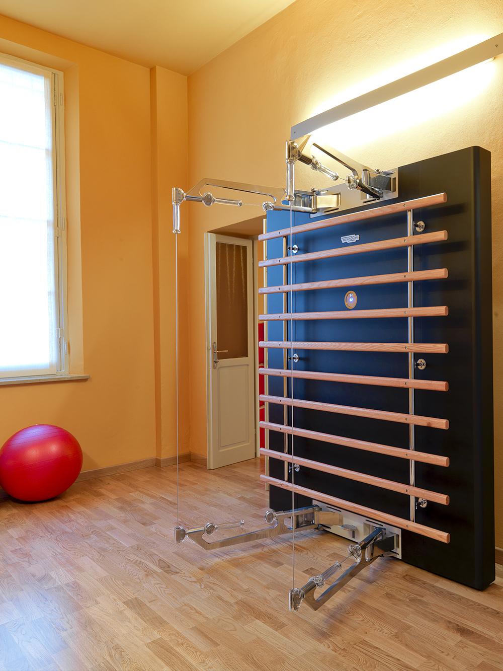 Le macchine che si possono trovare nello Studio di posturologia di FisiLabor sono specifiche per obiettivi rieducativi, funzionali, posturali e di chinesiologia.