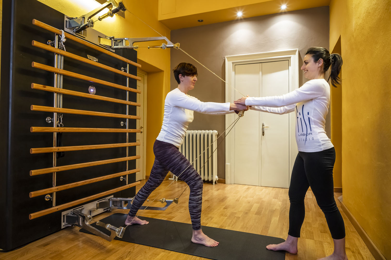 Kinesis, il nuovo sistema di allenamento di Technogym®, è l'ideale per movimenti a corpo libero, per un allenamento a carico naturale.