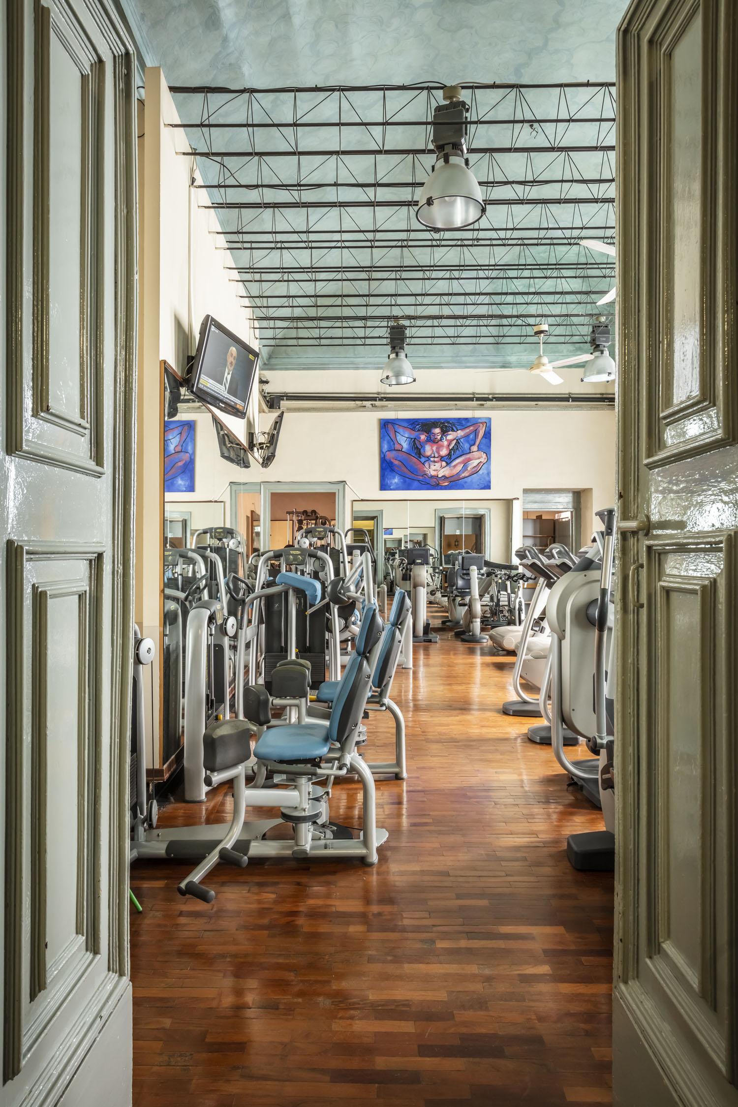 Entra a FisiLabor, potrai allenarti con le macchine di ultima generazione nella sala cardio-fitness