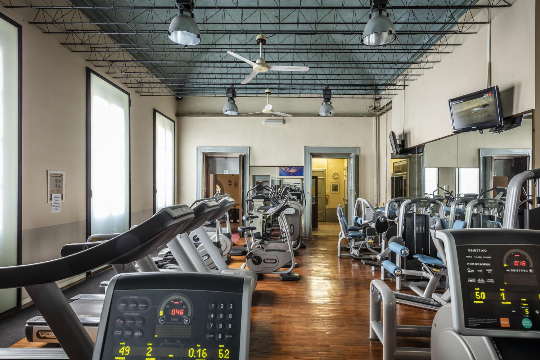 la sala con tanti macchinari cardio-fitness per il tuo allenamento