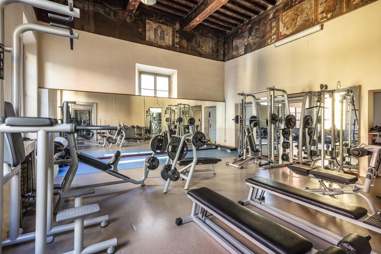 la sala della palestra Fisilabor è fornita di pesi liberi e ampio spazio per un allenamento funzionale