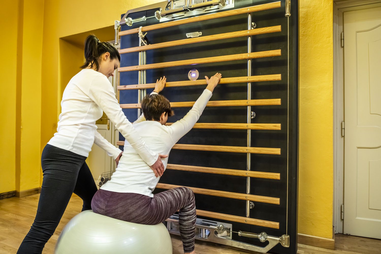 Ogni seduta l'operatore ti proporrà esercizi sempre diversi, utilizzando varie tecniche come pilates e chinesiologia.